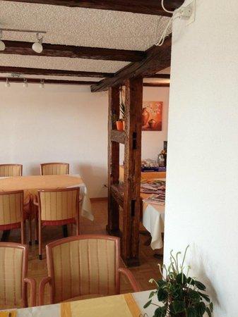 Hotel Garni am Lindeneck: La salle du petit-déjeuner et ses boiseries anciennes