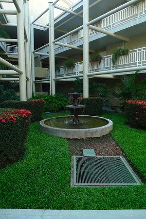 Doubletree Resort by Hilton, Central Pacific - Costa Rica: Fountain on the walk to Building 3