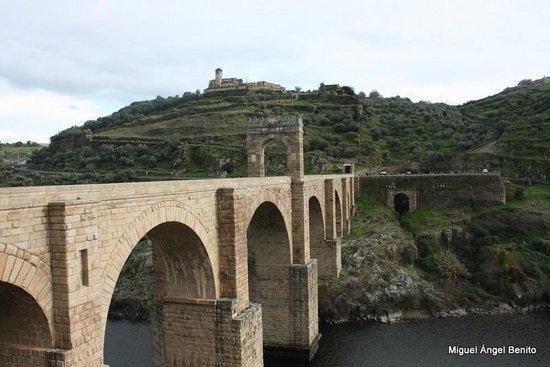 Puente de Alcantara: Puente y fortaleza de Alcántara