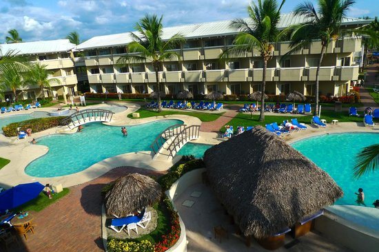 Doubletree Resort by Hilton, Central Pacific - Costa Rica: Pool with swim-up bar outside our room.
