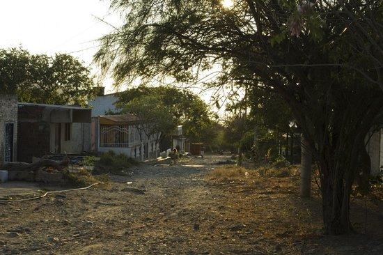 Hotel Kikuxtah: La calle no se ve muy linda, pero es muy tranquila