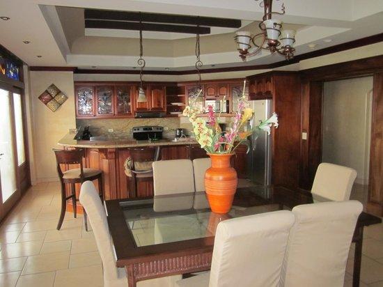 Pacifico Colonial: Private kitchen