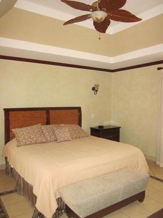 Pacifico Colonial: Master bedroom