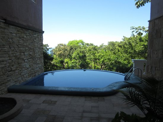 Pacifico Colonial: Infinity pool