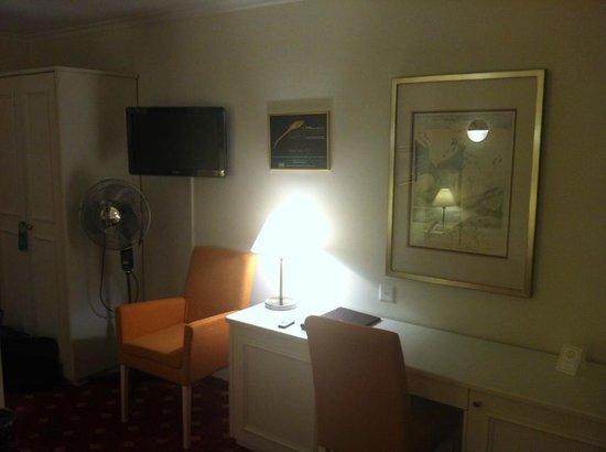 Coin bureau tv en chambre photo de hotel swiss kreuzlingen