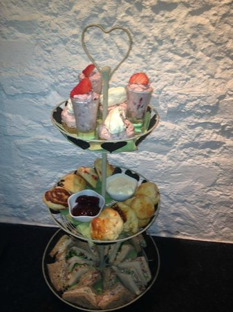 The Courtyard Gallery: afternoon tea!