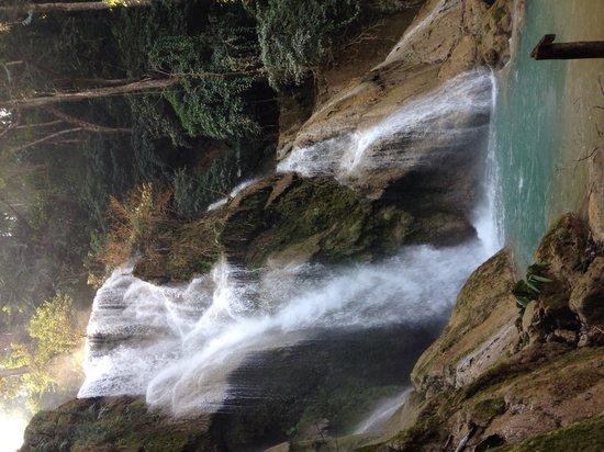 Kuang Si Falls: Wodospad