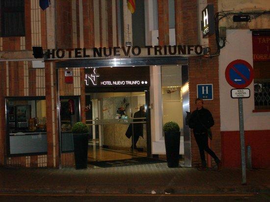 Hotel Nuevo Triunfo: La facciata e l'ingresso