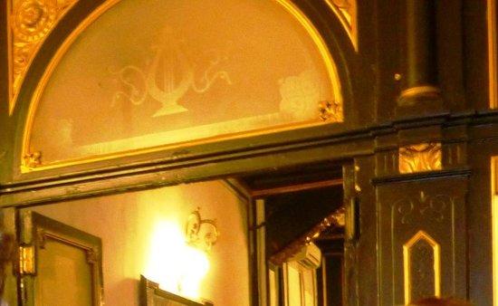 Teatro Lara: detalle del vestíbulo