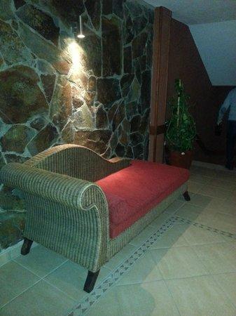La Aldea Suites Hotel : divanetto piano
