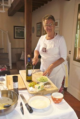 Chianti Cooking: Anita quite satisfied with chopping preparation