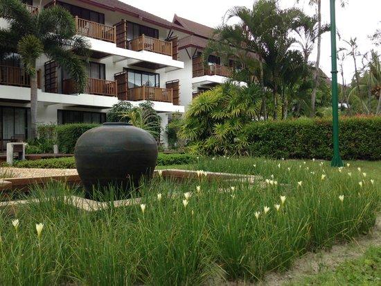 Amari Koh Samui: двор отеля