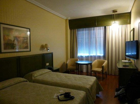 Hotel America  - Seville: habitacion amplia y con frigobar