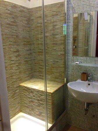 Santa Maria Inn: baño con ducha