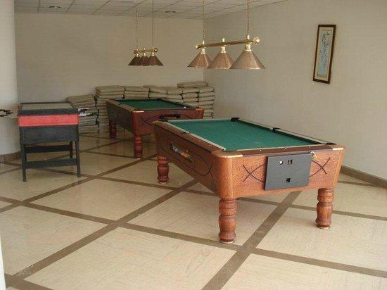 Sea Side Resort & Spa : Snooker table
