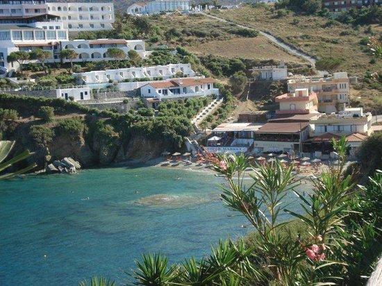 Sea Side Resort & Spa : Beach and small supermarket