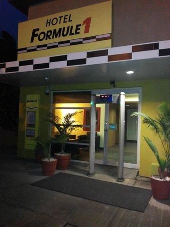 Hotel Formule1: Main entrance