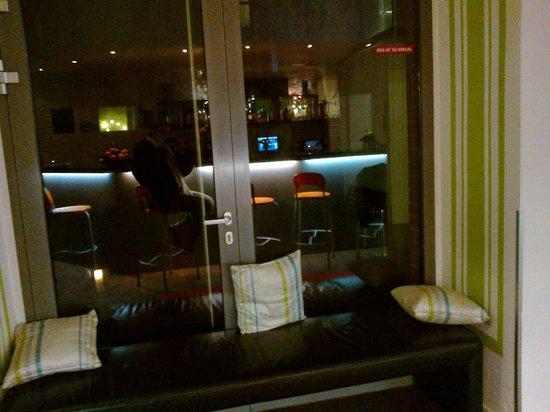 Hotel 103: bar