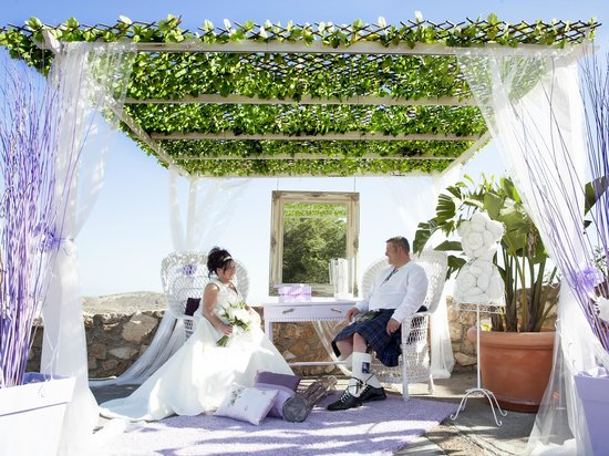 Hotel La Cumbre: Wedding Memories - on hotel grounds (terrace)