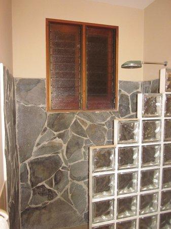 Daystar Bahia Azul : stone shower