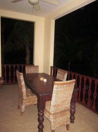 Daystar Bahia Azul : Balcony table