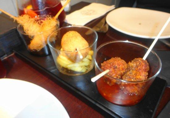 Taberna del Chato: Nidos de langostino, croquetas de jamón y pollo crujiente