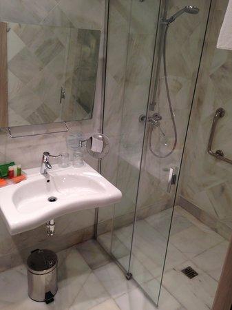 NH Collection Amistad Córdoba: Bathroom