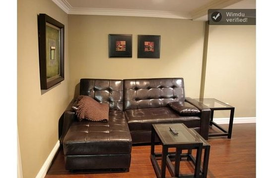The Winchester Toronto-Tourist Home: Basement Suite Living Room