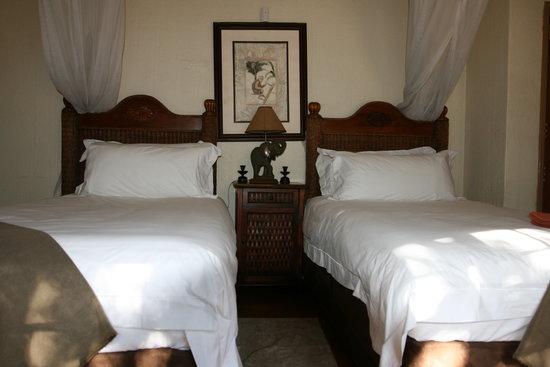 Mvuradona Safari Lodge : Standard Twin Suite