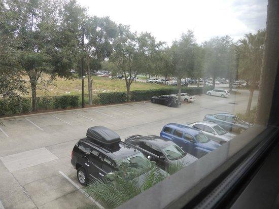 Buena Vista Suites: Gran estacionamiento