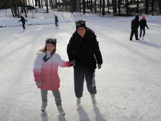 Pinegrove Family Dude Ranch: Ice Skating...On a real pond!