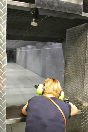 Battlefield Vegas: Shooting with a suppressed MP5