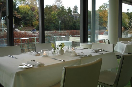 Meierei am Stadtpark: empty tables at lunch time