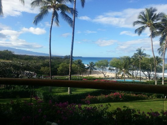 Hapuna Beach Prince Hotel : View from where you eat breakfast.