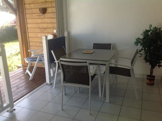 Residence Cocody : tavolo da pranzo