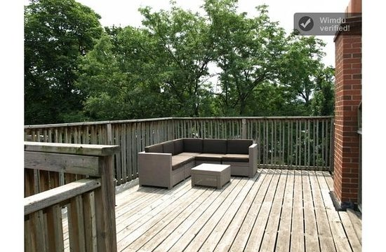 The Winchester Toronto-Tourist Home: Large Private outdoor patio from Cityview Room