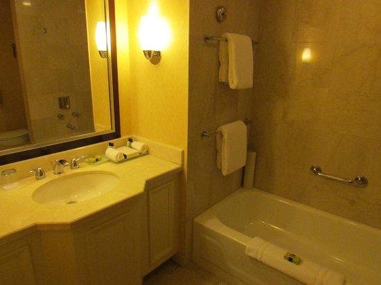 InterContinental Toronto Yorkville : Bathroom