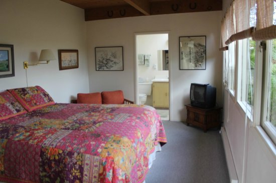 Seven Grey Foxes Bed & Breakfast: Room C Bedroom