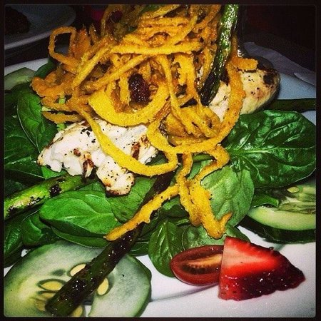 Bella Blu: Locally caught wahoo on fresh spinach salad