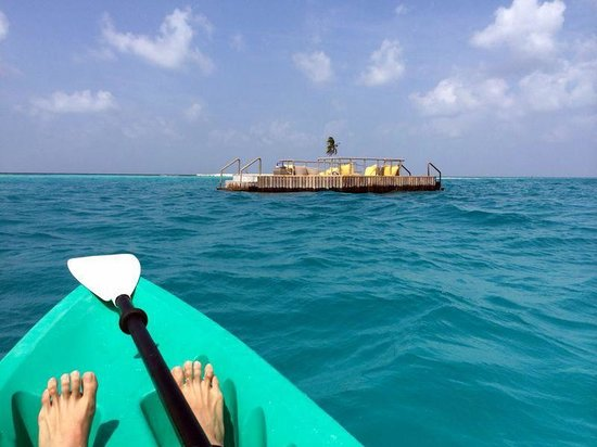 Gili Lankanfushi Maldives: kayak to the pontoon with great reef just off it