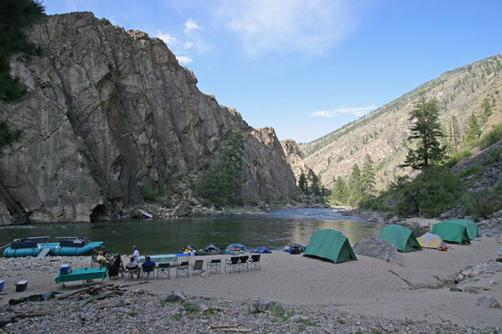 Vida, ออริกอน: cliffside camp on Idaho's Middle Fk. Salmon