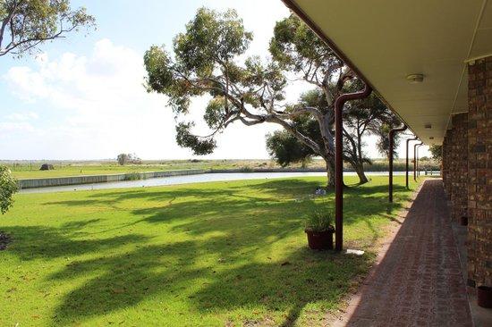 Goolwa Riverport Motel : Aussicht hinten mit Fluss