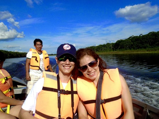 Heliconia Amazon River Lodge: camino a pescar pirañas