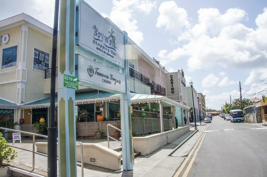Baywalk Shopping Mall: A look towards the back of the mall.