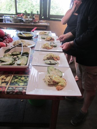Costa Rica Cooking: Plating the food