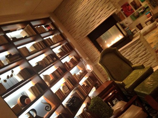 Renaissance Asheville Hotel: Seating area in the lobby