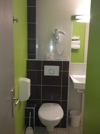 Hotel Montigny: salle de bains