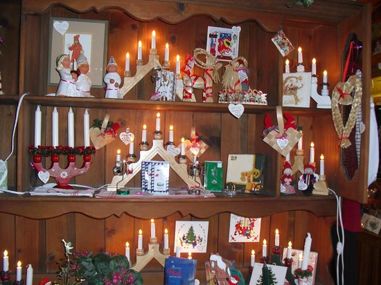 Al Johnson's Swedish Restaurant & Butik: Gift shop at Christmas