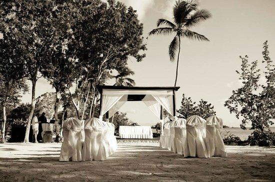 Dreams La Romana Resort & Spa: Beach Gazebo for wedding ceremony