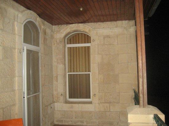 Azzahra Hotel & Restaurant: La terrazza-loggiato  dipertinenza della camera